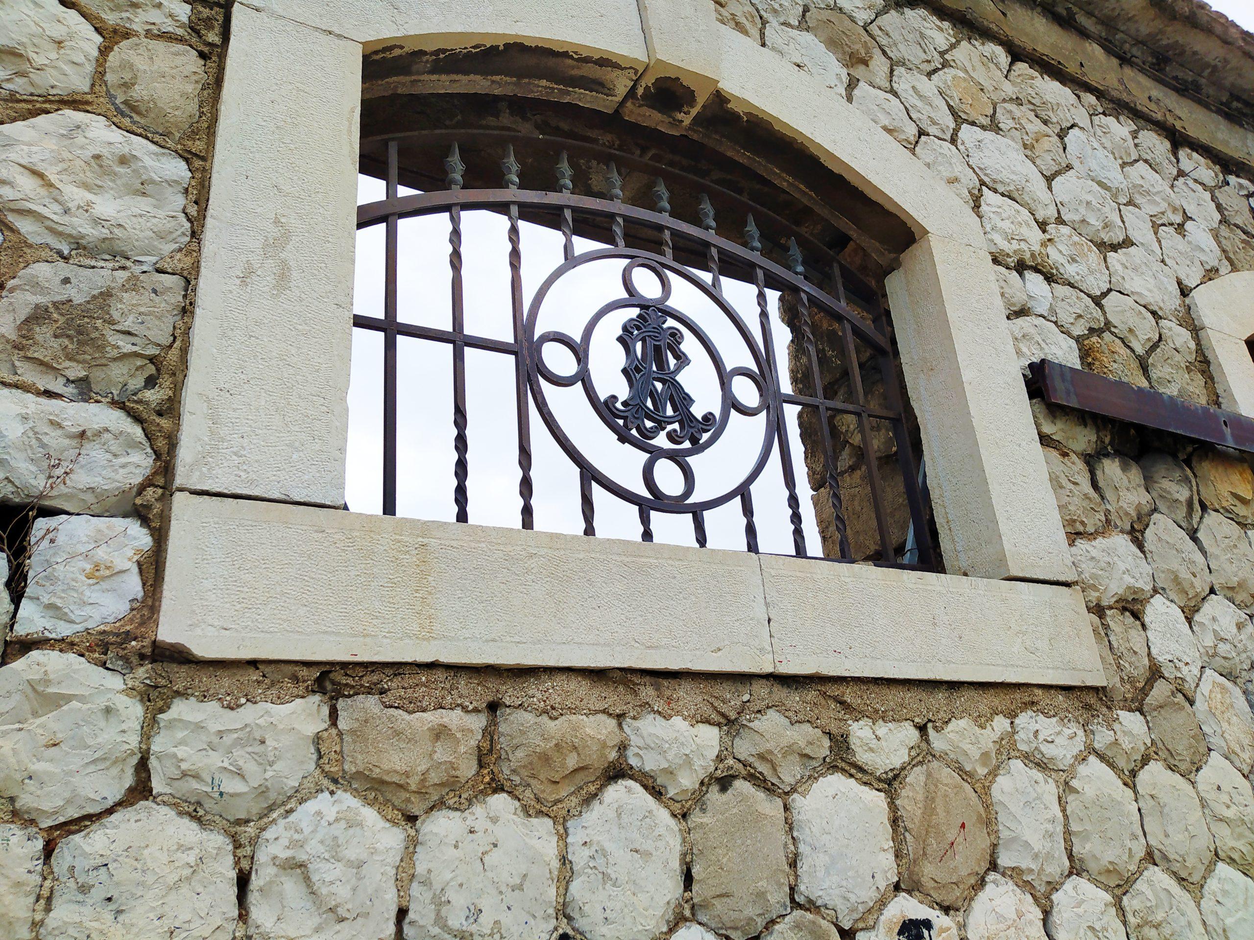 Σταφιδικές ιστορίες της Πάτρας, Οίκος Βουρλούμη
